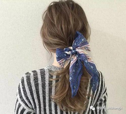 不会编会扎就够了,长发淑女简单时尚扎发发型,比编