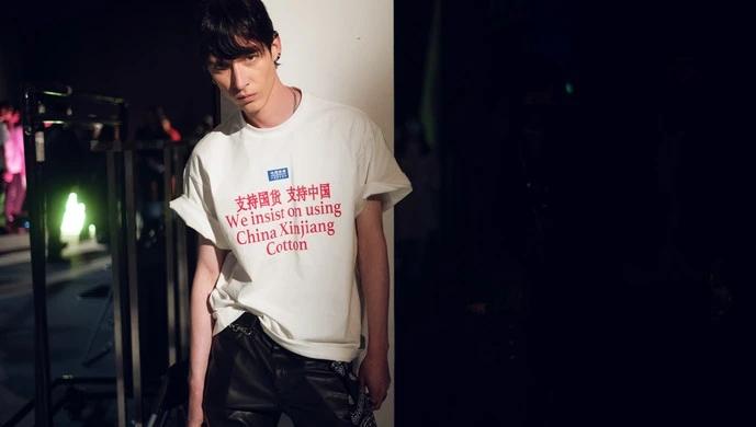 """""""我们坚持用新疆棉!""""上海时装周开幕秀,中外模特"""